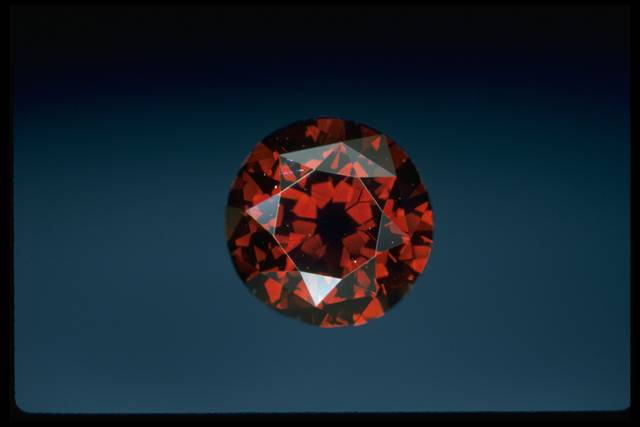 Photograph of the DeYoung red diamond (NMNH G9871)