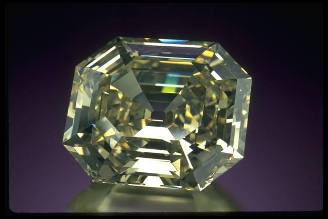 Photograph of the Portuguese diamond (NMNH G3898)