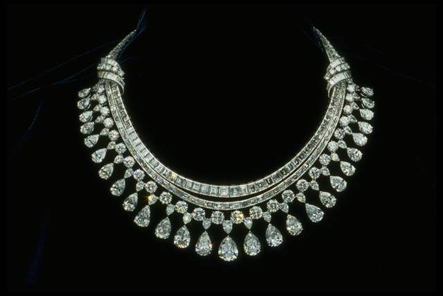 Photograph of the Hazen diamond necklace (NMNH G8045)