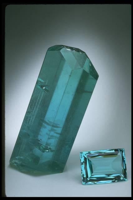 Photograph of aquamarine gem (NMNH G3889) and crystal (115228)