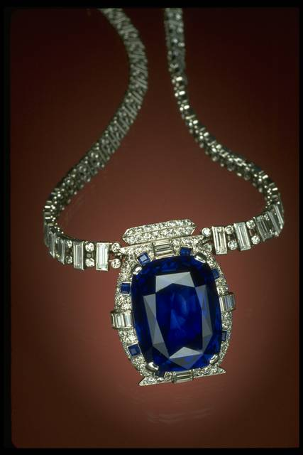 Photograph of the Bismarck sapphire necklace (NMNH G4753)