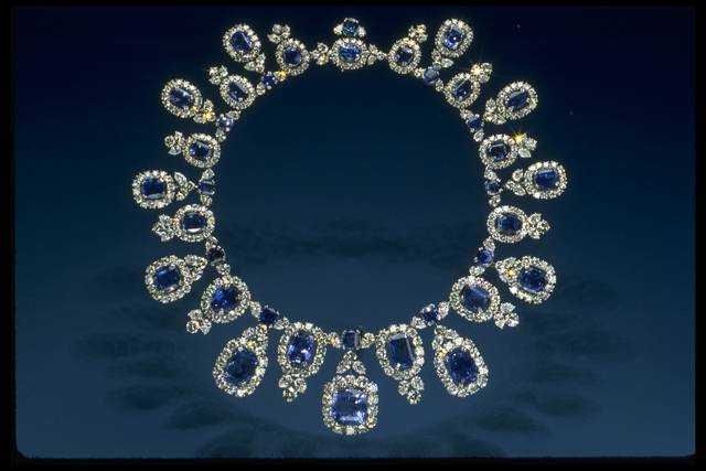 Photograph of the mounted Hall sapphire and diamond necklace (NMNH G8044)