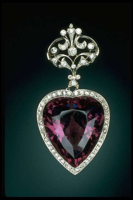 Photograph of an amethyst heart pendant (NMNH G5273) from the National Gem Collection