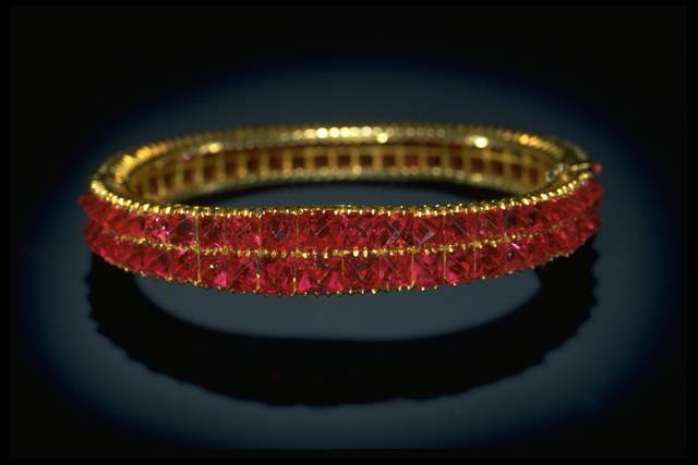 Photograph of a spinel bracelet (NMNH G8832) from the National Gem Collection