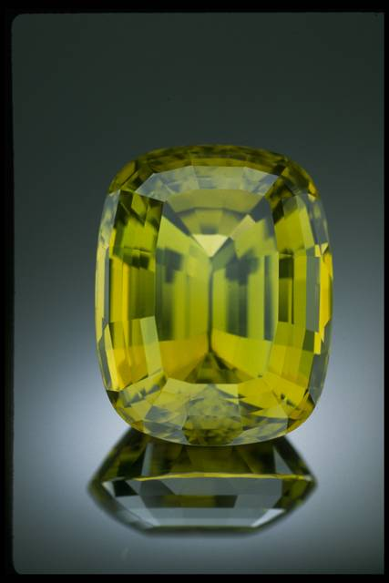 Photograph of chrysoberyl (NMNH G4905) from the National Gem Collection