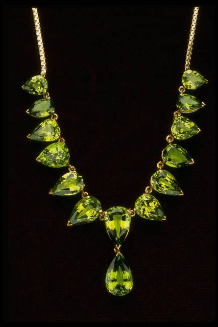Photograph of a tsavorite necklace (NMNH G9000) from the National Gem Collection