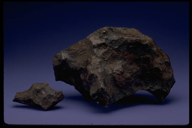 Photograph of the Canyon Diablo meteorite (USNM 401)