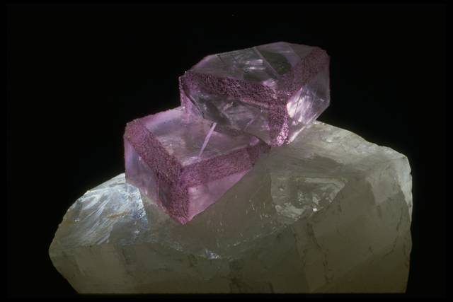 Photograph of fluorite on calcite (NMNH R17986) from the National Mineral Collection