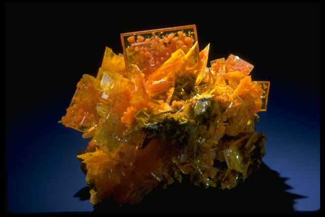 Photograph of wulfenite (126772) from the National Mineral Collection