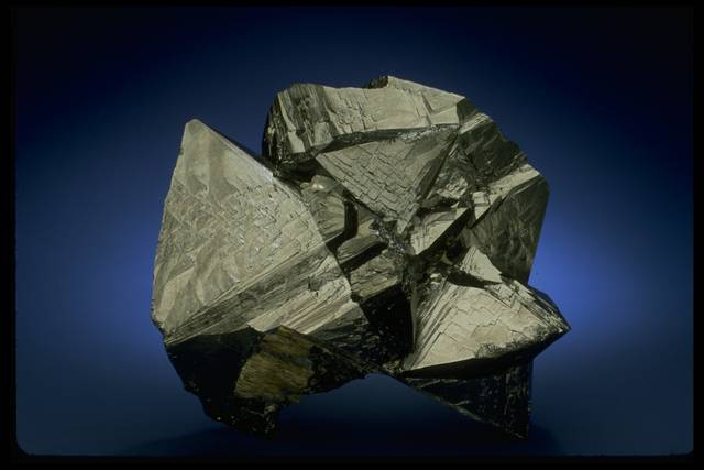 Photograph of cassiterite (NMNH C5698) from the National Mineral Collection