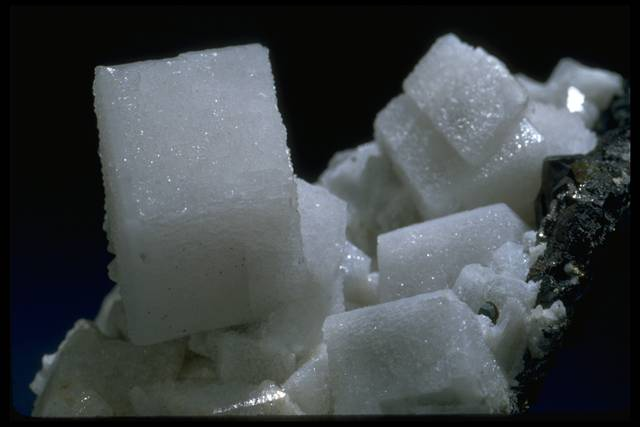 Photograph of cubic calcite crystals (122900) from the National Mineral Collection