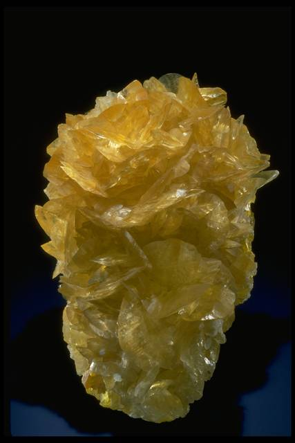 Photograph of gypsum with sulfur (148289) from the National Mineral Collection