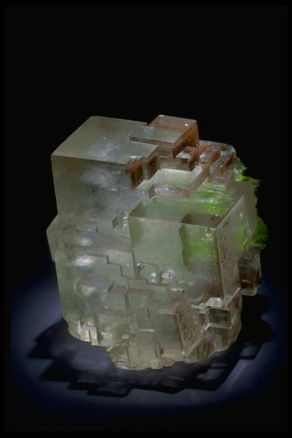 Photograph of calcite with duftite (166935) from the National Mineral Collection