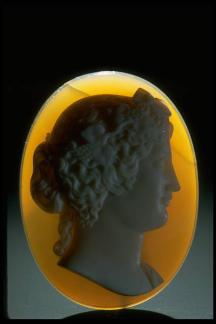 Photograph of a chalcedony cameo (NMNH G539) from the National Gems Collection