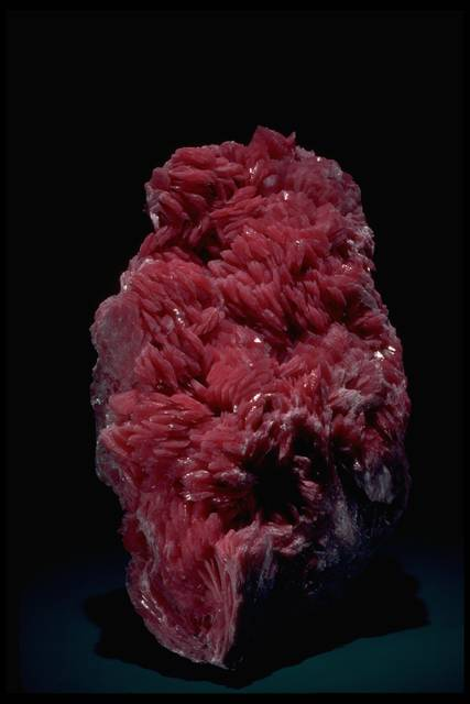 Photograph of rhodonite (166773) from the National Mineral Collection