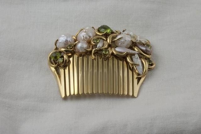 Pearl and Peridot Haircomb (NMNH G9918) from the National Gem Collection