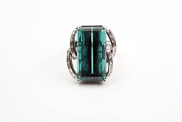Elbaite Ring (NMNH G10601-00) from the National Gem Collection.