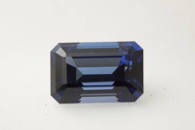 Tanzanite (NMNH G10696-00) from the National Gem Collection.