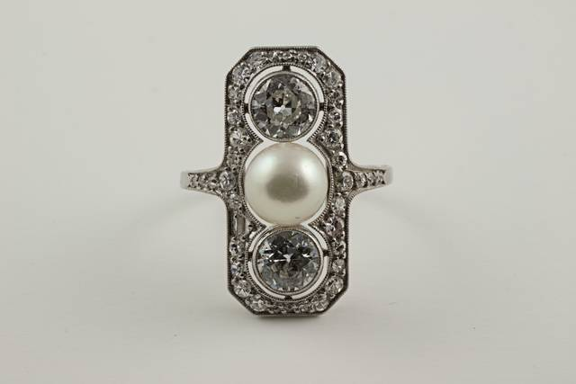 Pearl and Diamond Ring (NMNH G8655-00) from the National Gem Collection.