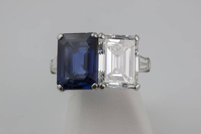 Diamond and Sapphire Ring (NMNH G8503-00) from the National Gem Collection.