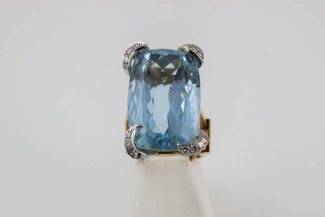 Aquamarine Ring (NMNH G10020-00) from the National Gem Collection.
