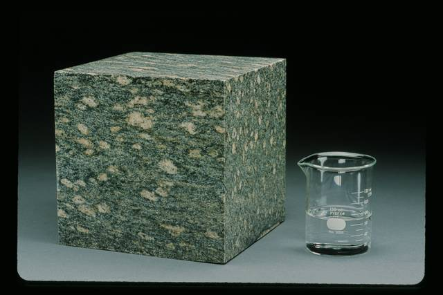 The augen gneiss cube contains 0.7% water by weight (70 ml).