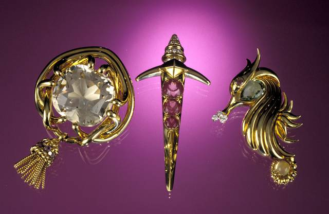 Three objects from the American Gemstone Jewelry Collection commissioned by the American Gem Society (NMNH G9917, G9930, and G9934).