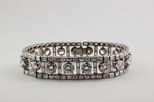 Round brilliant and rectangular step-cut colorless diamond (31.8 ct) in a bracelet set in platinum, 128 baquettes, 17 brilliants.