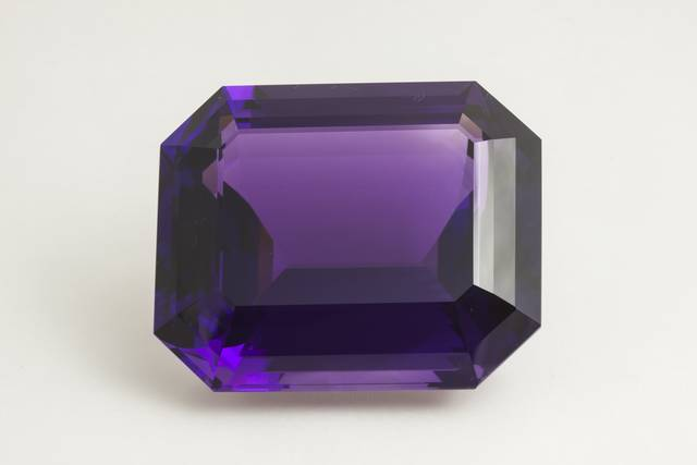 Octagon-cut purple quartz (var. amethyst) weighing 401.52 ct.