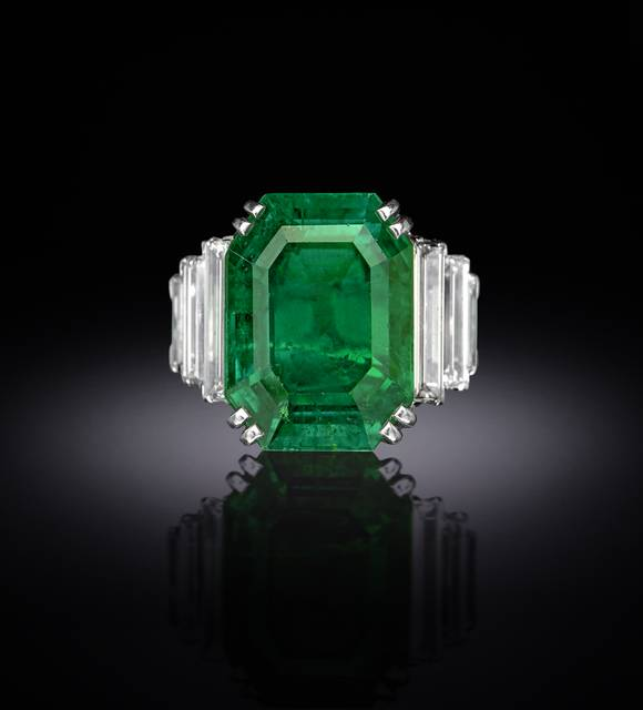 Photograph of the Maxmillian emerald ring (NMNH G5024), digitally enhanced by SquareMoose for a 2017 jewelry publication by the Hillwood Museum