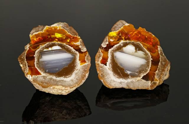 This opal ''Thunder Egg